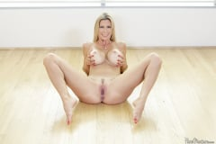 Alexis Fawx - Wet Pussy In Waiting (Thumb 01)