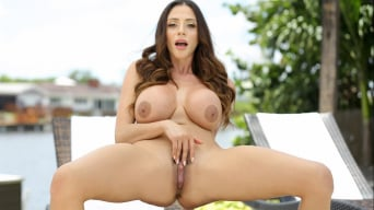 Ariella Ferrera en 'Coming On Strong'