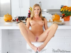 Kate Linn - Horny Housewife Holiday (Thumb 06)