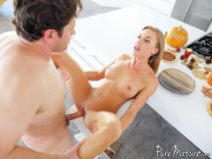 Kate Linn - Horny Housewife Holiday (Thumb 10)